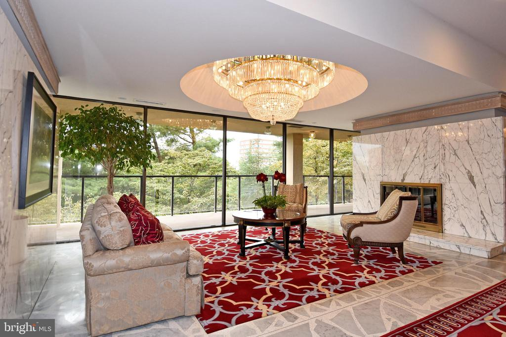 Main Lobby - Floor to Ceiling Windows - 1101 S ARLINGTON RIDGE RD #903, ARLINGTON