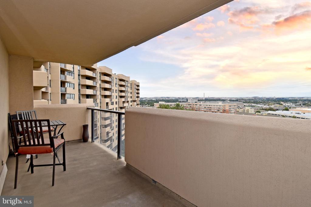 Enjoy 9th Floor Views on private 20 foot Balcony - 1101 S ARLINGTON RIDGE RD #903, ARLINGTON
