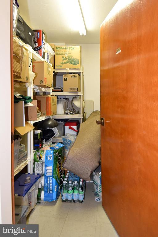 9th Floor Private Secure Storage Closet 8'x6'x8' - 1101 S ARLINGTON RIDGE RD #903, ARLINGTON