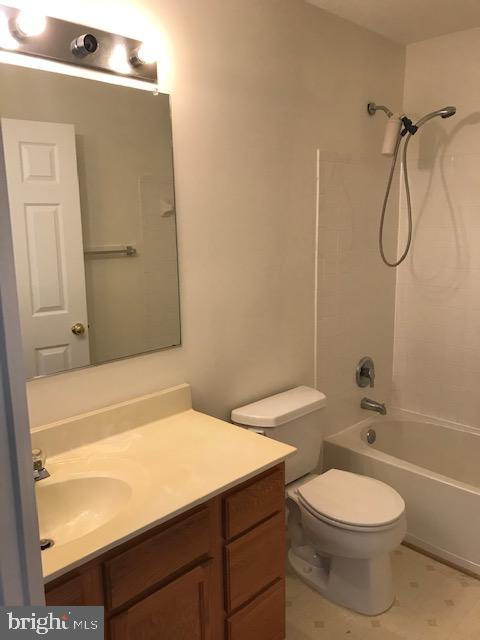 hallway bathroom - 45586 TRESTLE TER, STERLING