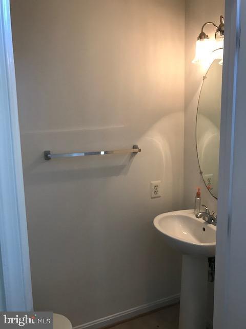 main floor half bath - 45586 TRESTLE TER, STERLING