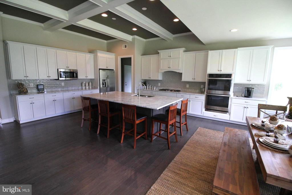 Plenty of Room for Entertaining - 15979 WATERFORD CREEK CIR, HAMILTON