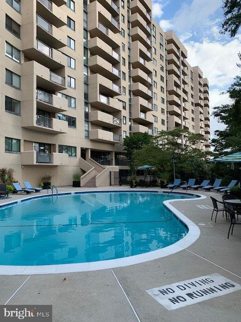 Stunning Outdoor Pool - 3rd View - 1101 S ARLINGTON RIDGE RD #903, ARLINGTON