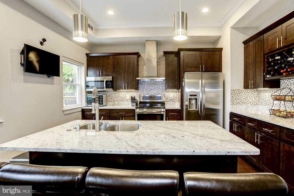 Lots of room at the kitchen counter. - 3513 22ND ST S, ARLINGTON