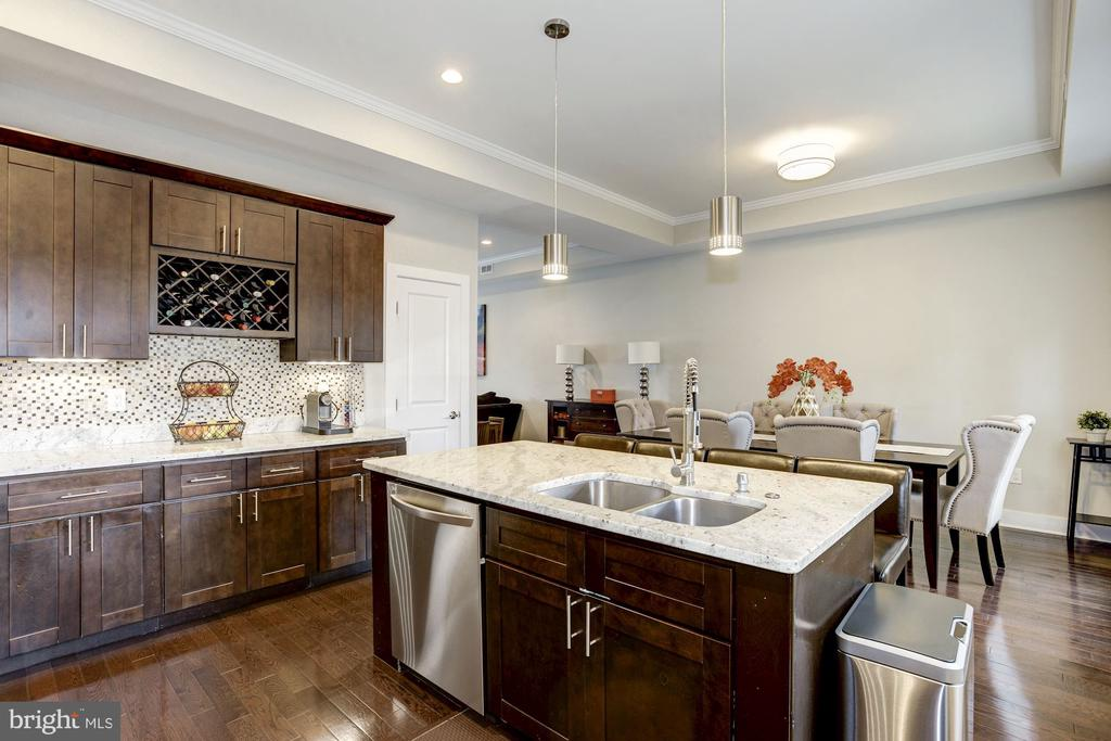 So much counter space! - 3513 22ND ST S, ARLINGTON