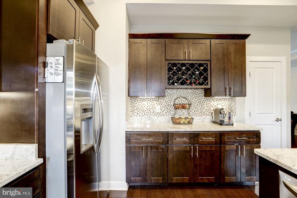 Gorgeous cabinets. - 3513 22ND ST S, ARLINGTON