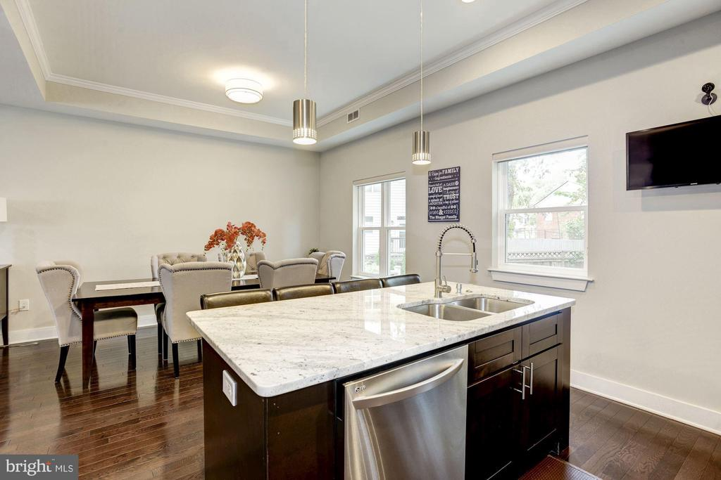 Perfect kitchen for entertaining. - 3513 22ND ST S, ARLINGTON