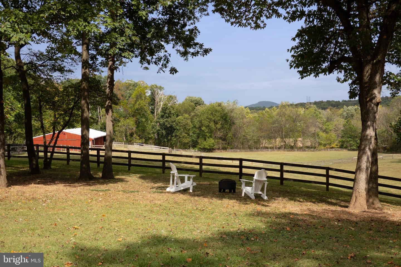 Single Family Homes för Försäljning vid Beallsville, Maryland 20839 Förenta staterna