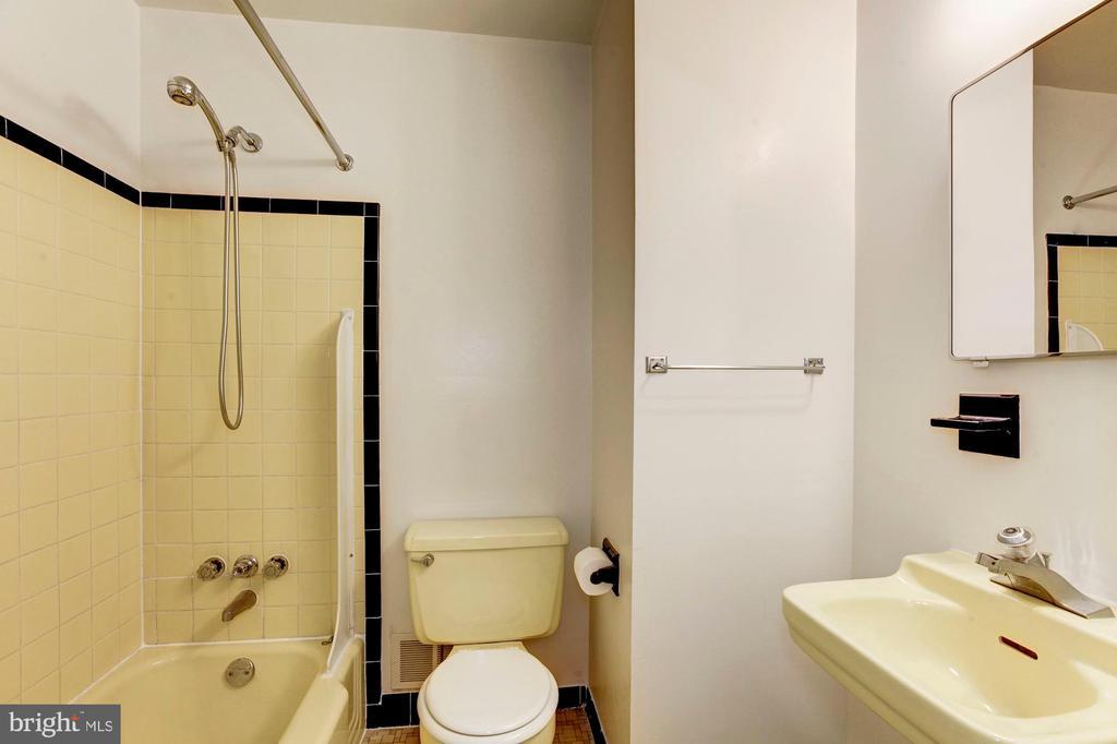 Hall Bathroom - 712 CABIN JOHN PKWY, ROCKVILLE