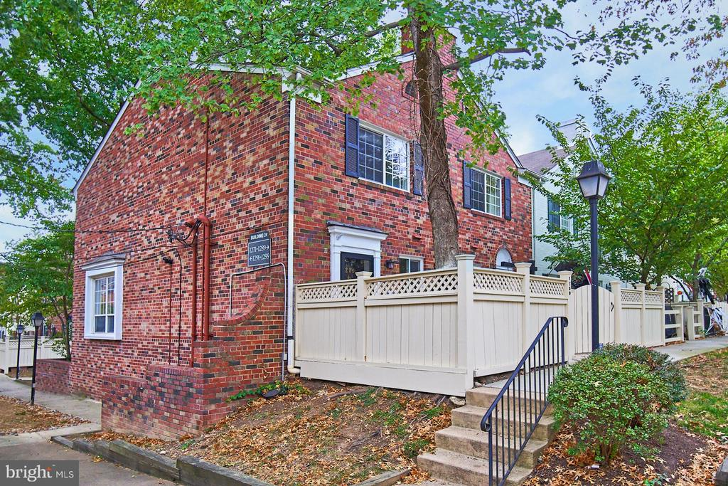 Rare end unit in the southern part of Parkside - 1289 N VAN DORN ST, ALEXANDRIA