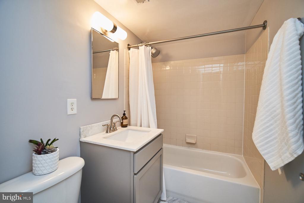 Updated full bath on upper level - 1289 N VAN DORN ST, ALEXANDRIA