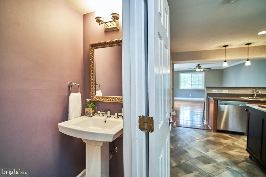Beautiful half bath with new sink and fixtures - 1289 N VAN DORN ST, ALEXANDRIA