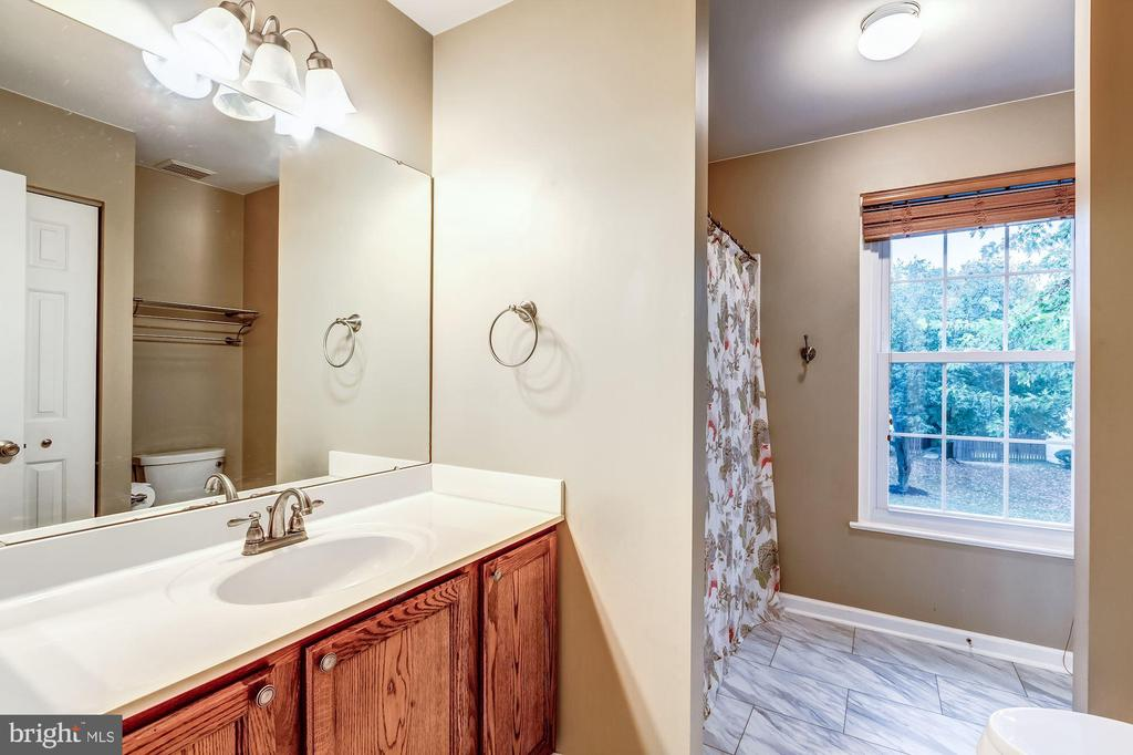 Full Bathroom #2 - New Flooring - 20617 PREAKNESS CT, ASHBURN