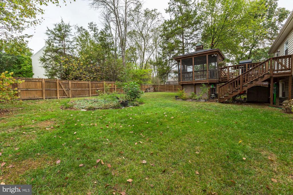 Back Yard - So Big & Spacious; Let's Run Around! - 20617 PREAKNESS CT, ASHBURN