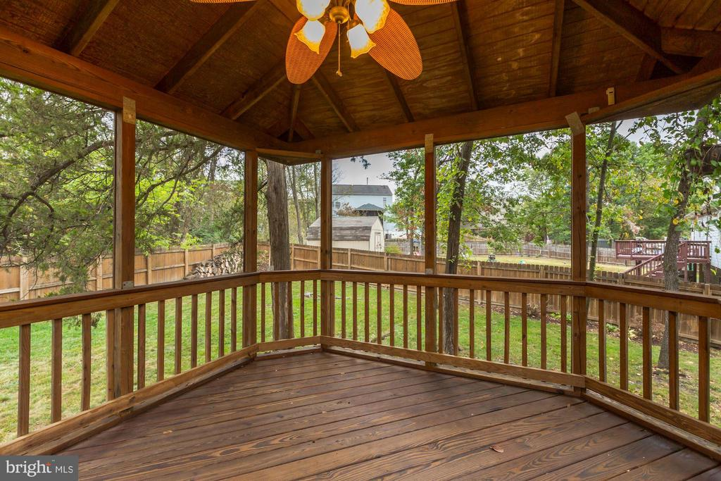 Gazebo Features Ceiling Fan & Overhead Lighting! - 20617 PREAKNESS CT, ASHBURN