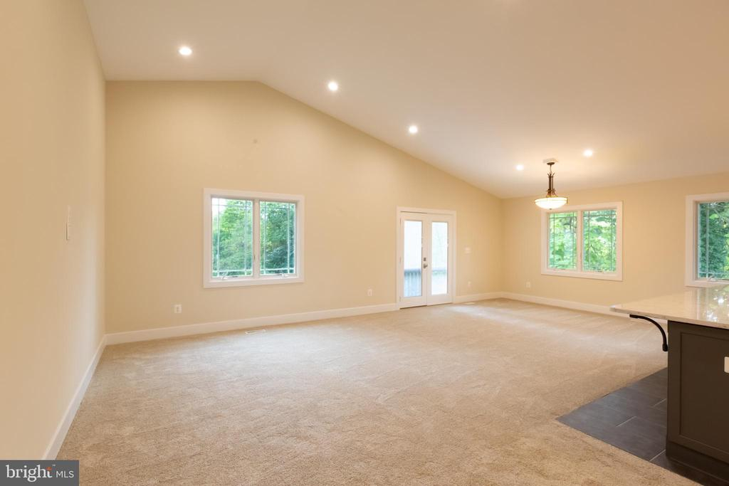 Large Family Room with Vaulted Ceiling - 16 S LOCUST ST, ROUND HILL