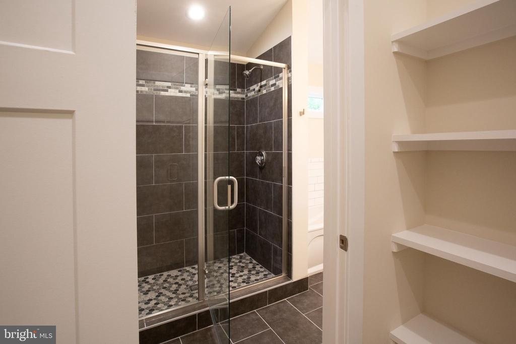 Beautiful Tiled Shower - 16 S LOCUST ST, ROUND HILL