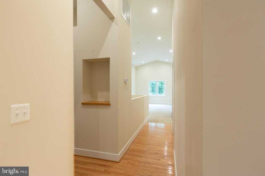 Bright Open Floor Plan - 16 S LOCUST ST, ROUND HILL