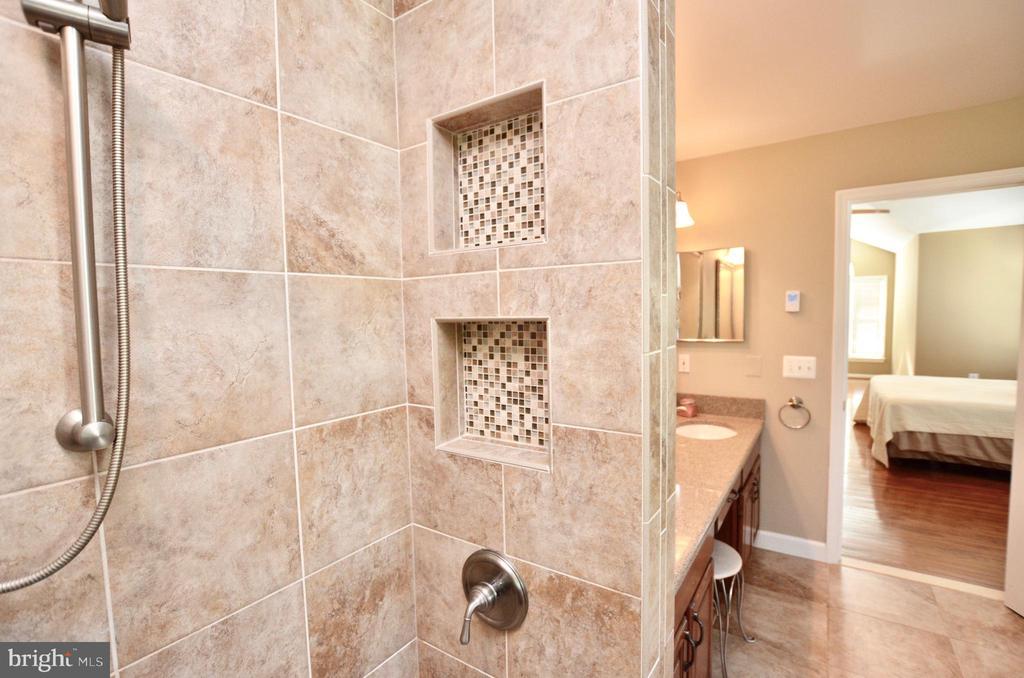 Custom shower - 46432 MONTGOMERY PL, STERLING