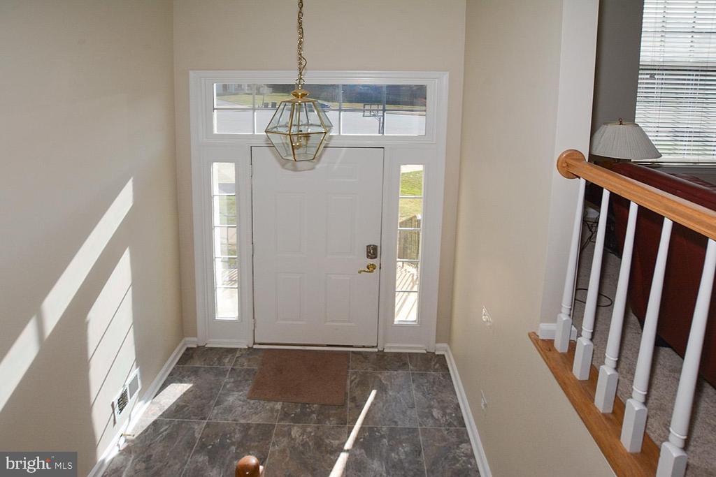 Nice size foyer - 9315 PAUL DR, MANASSAS PARK