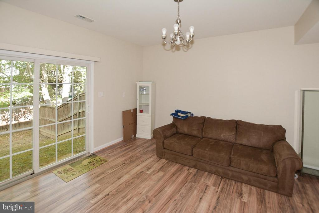 Slider to outside in LL could be 7th BR w/ closet. - 9315 PAUL DR, MANASSAS PARK