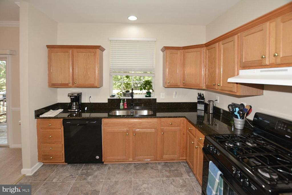 Lots of granite counter space and oak cabinets - 9315 PAUL DR, MANASSAS PARK