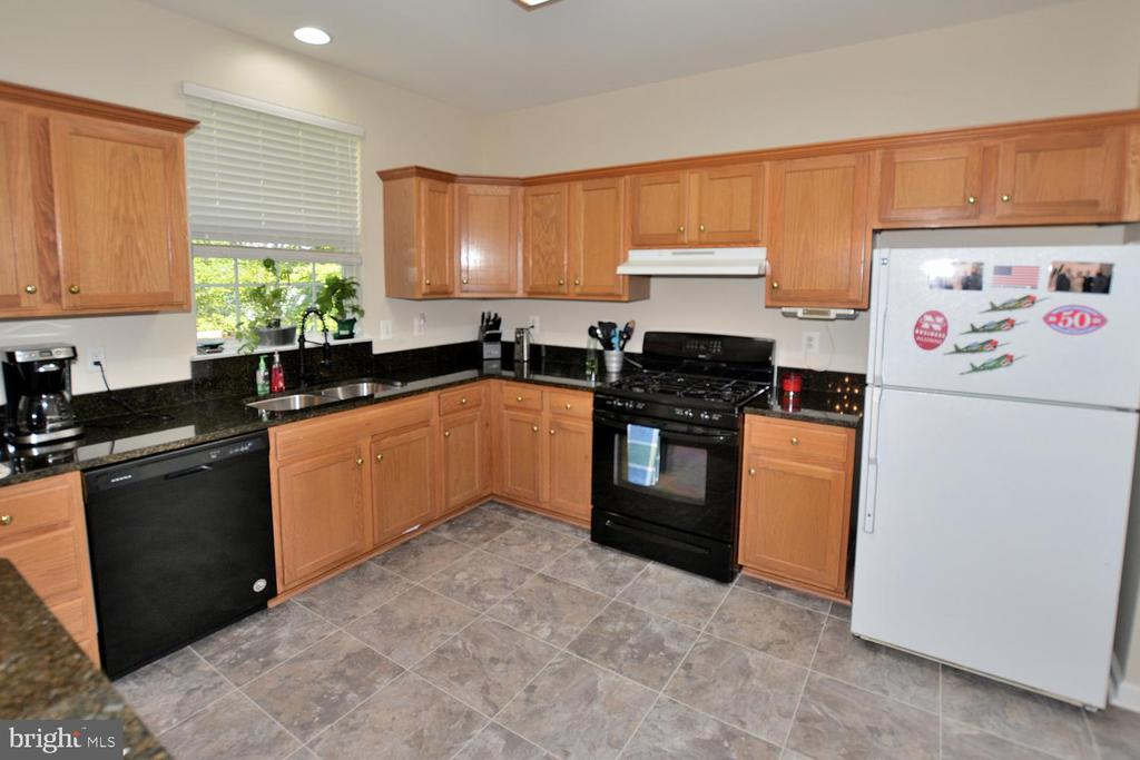 Large eat in kitchen with new granite counters - 9315 PAUL DR, MANASSAS PARK