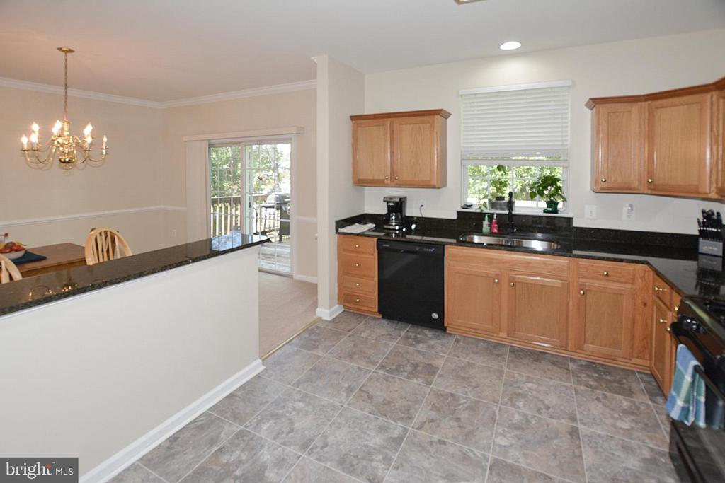 Eat in area for table in large kitchen - 9315 PAUL DR, MANASSAS PARK