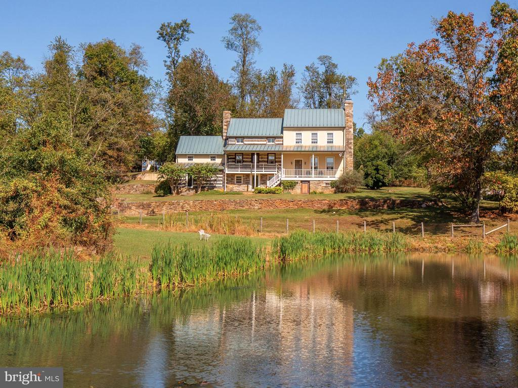 - 19923 WOODTRAIL RD, ROUND HILL