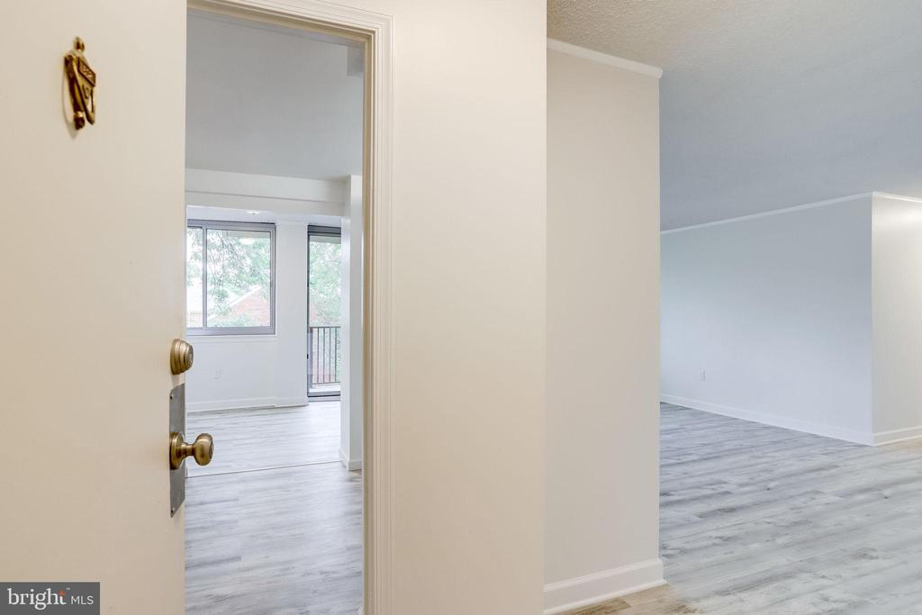Explore Columbia Pike & this can be yours! - 5353 COLUMBIA PIKE #602, ARLINGTON