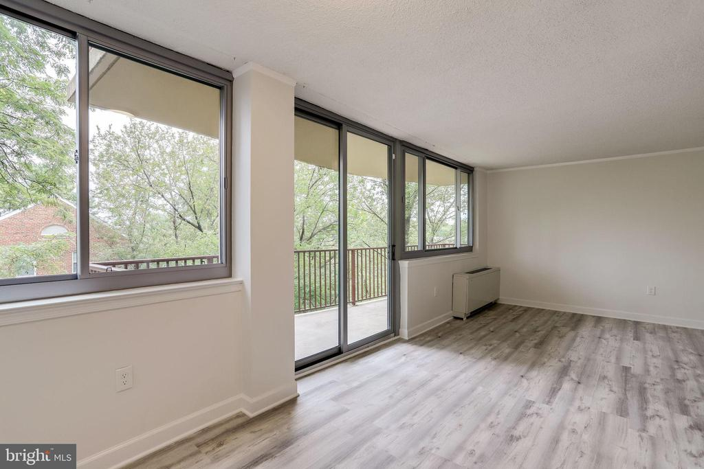 Walk right out, enjoy that outdoor-space! - 5353 COLUMBIA PIKE #602, ARLINGTON