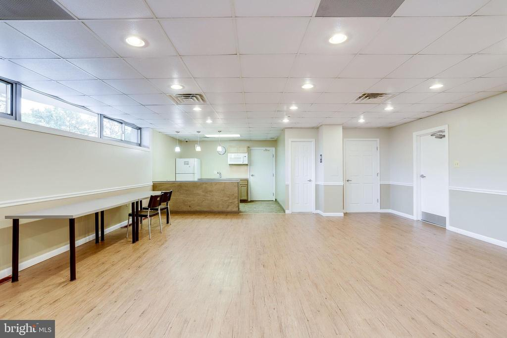 No worries, office space or for those gatherings! - 5353 COLUMBIA PIKE #602, ARLINGTON