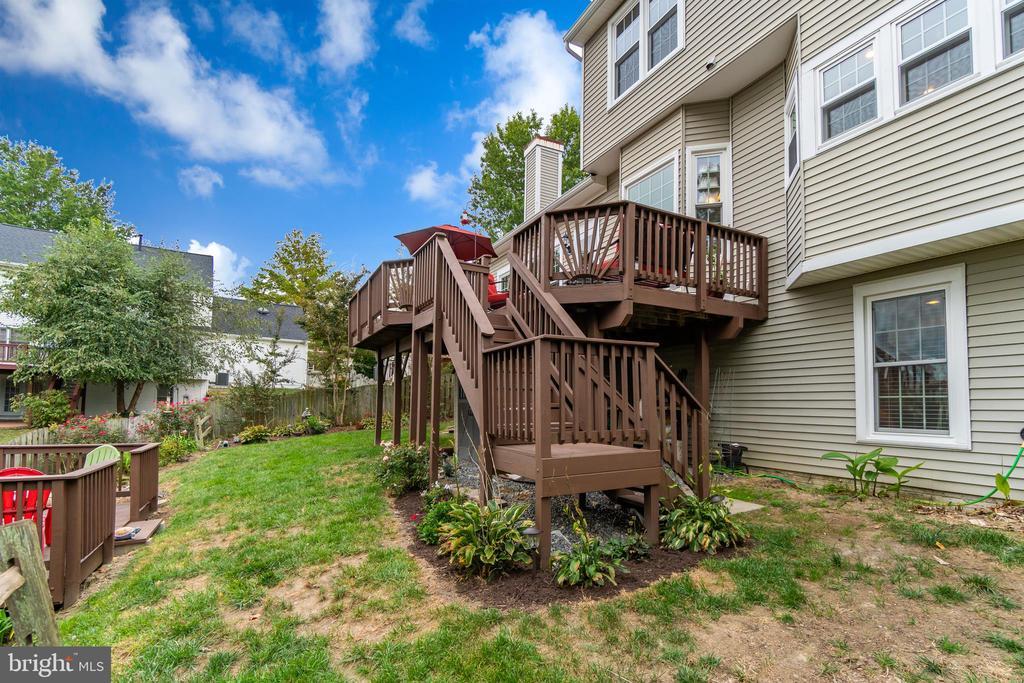 Large Deck and Landscaped Yard - 260 GREENSPRING DR, STAFFORD
