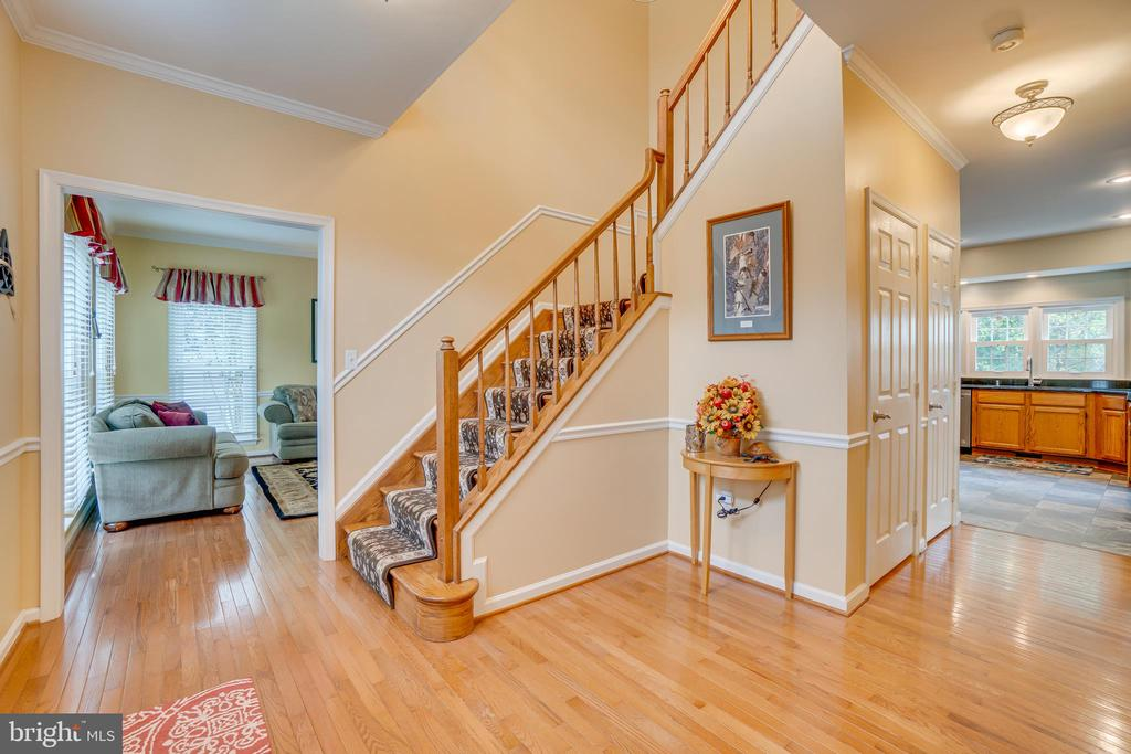Upgraded Trim in Foyer - 260 GREENSPRING DR, STAFFORD