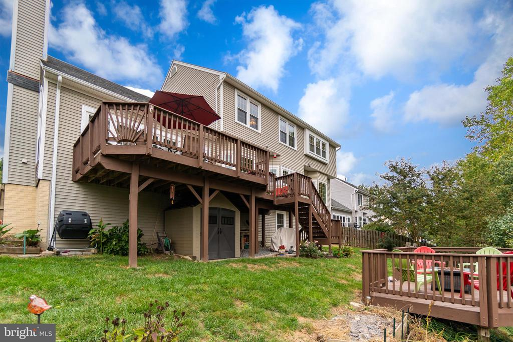 Separate Decking - 260 GREENSPRING DR, STAFFORD