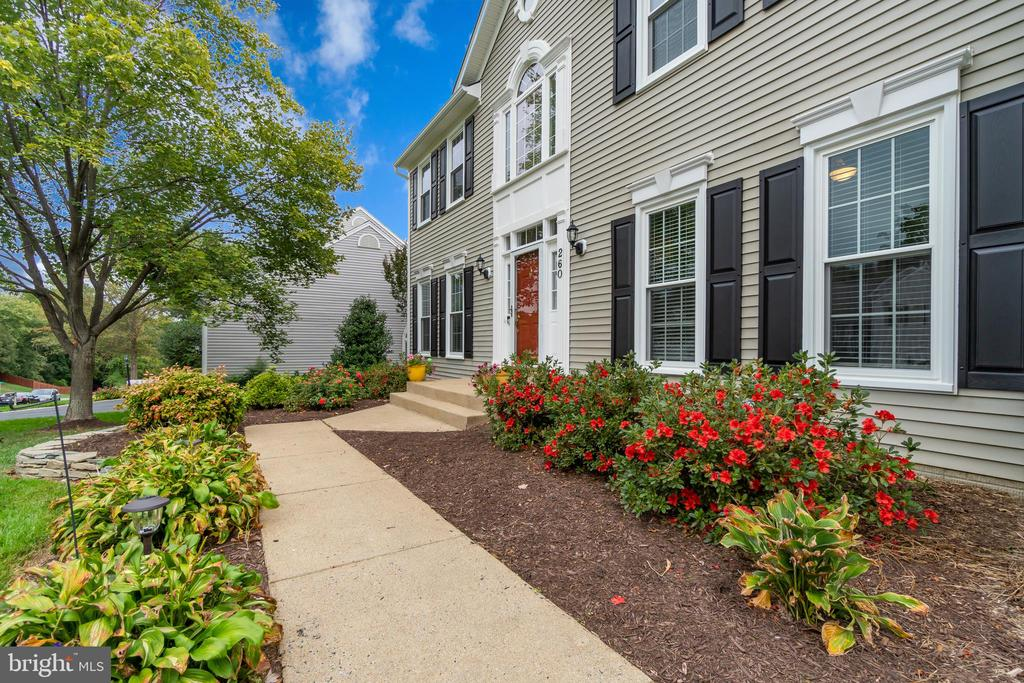 Professional Landscaping offers Great Curb Appeal - 260 GREENSPRING DR, STAFFORD