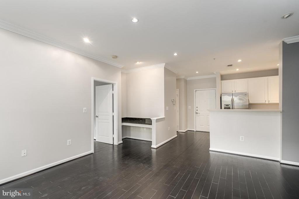 Large living area open to kithchen - 12001 MARKET ST #158, RESTON