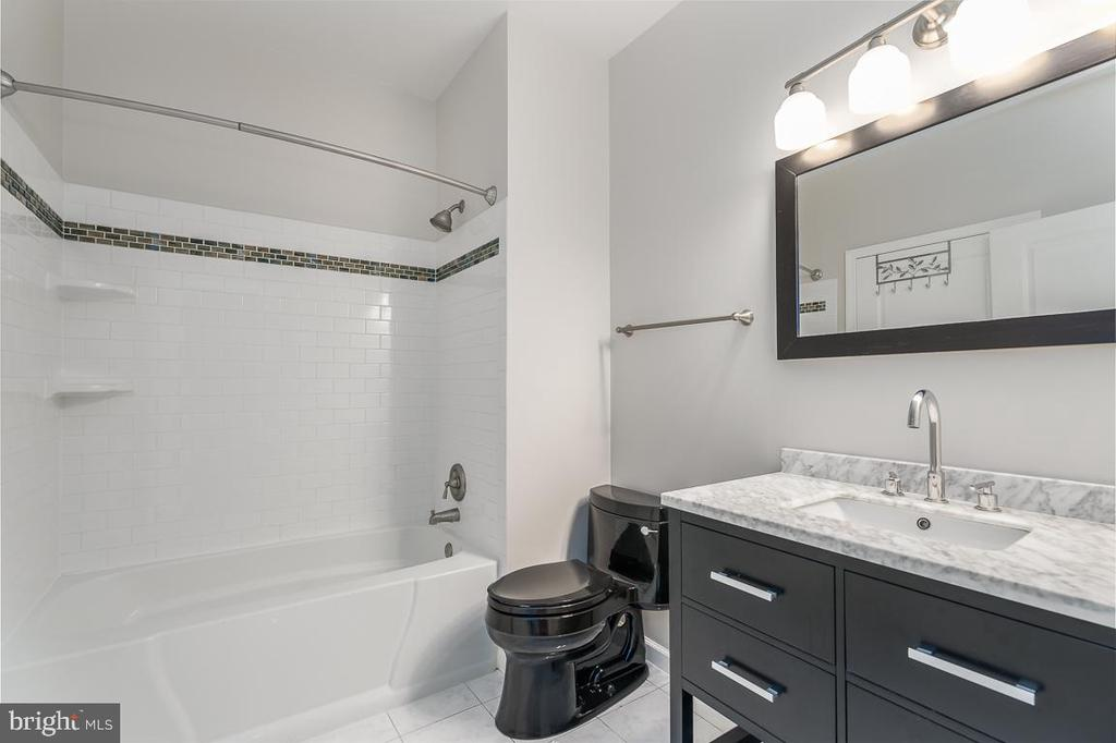 Guest bath - 12001 MARKET ST #158, RESTON