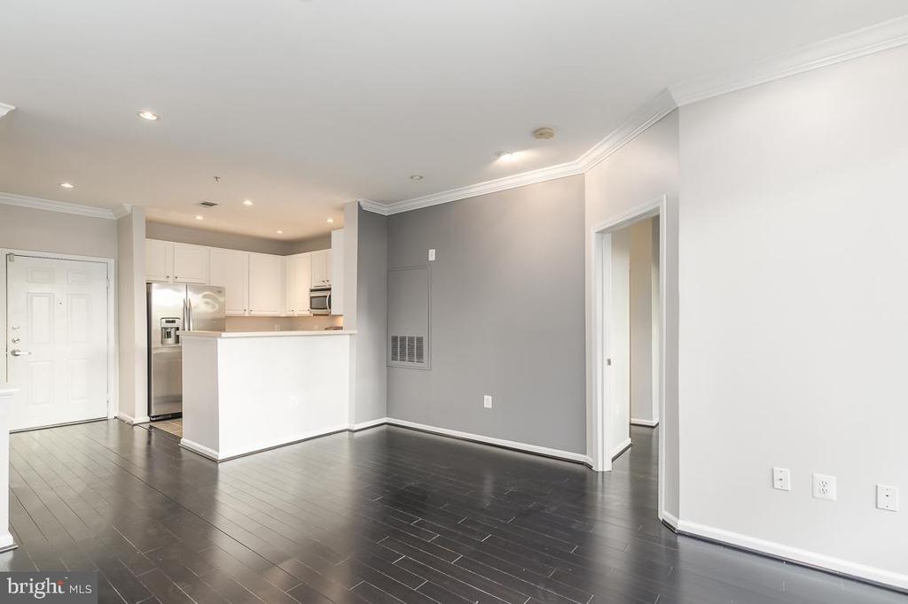 Light filled open living area - 12001 MARKET ST #158, RESTON