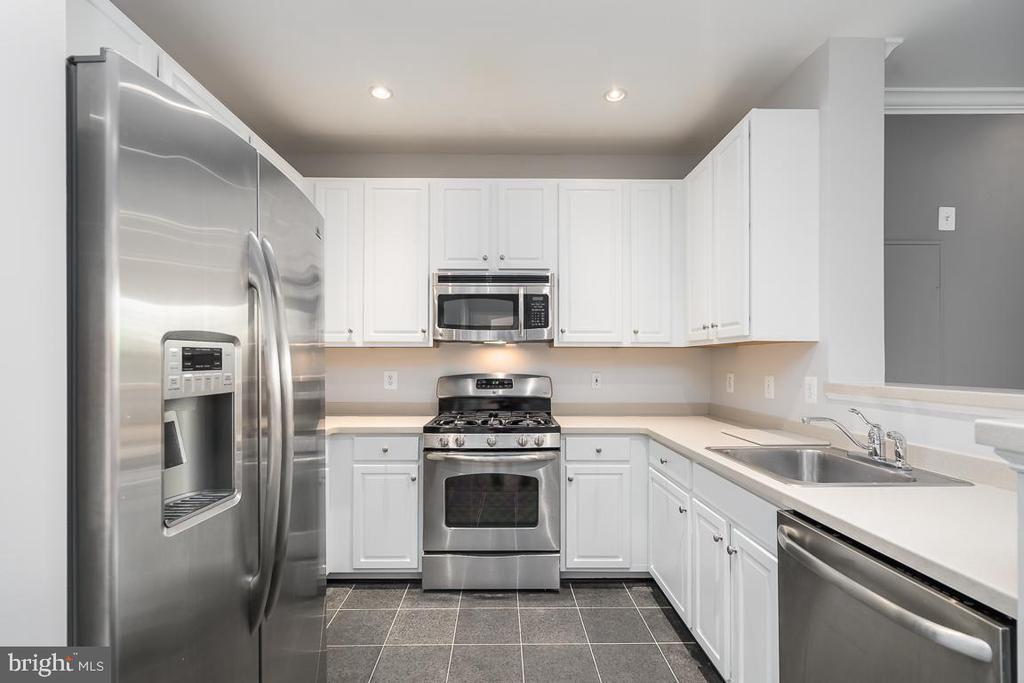 Updated kitchen with stainless steel appliances. - 12001 MARKET ST #158, RESTON