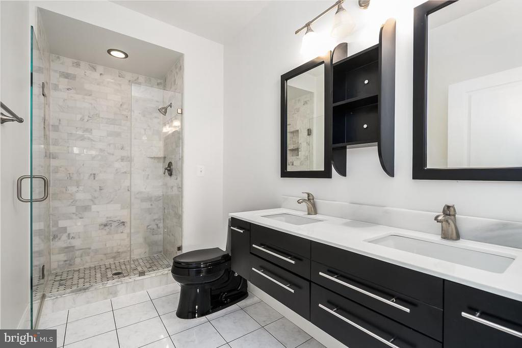 Gorgeous  master bath with double vanity - 12001 MARKET ST #158, RESTON