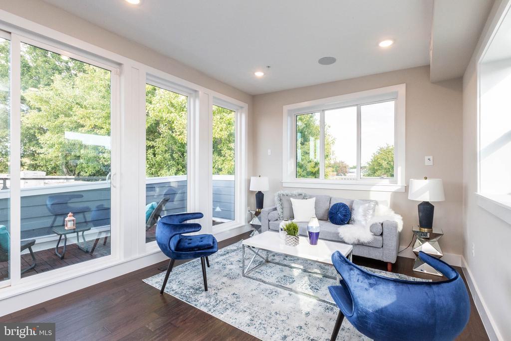 #2 Livingroom - 910 9TH ST NE #1, WASHINGTON