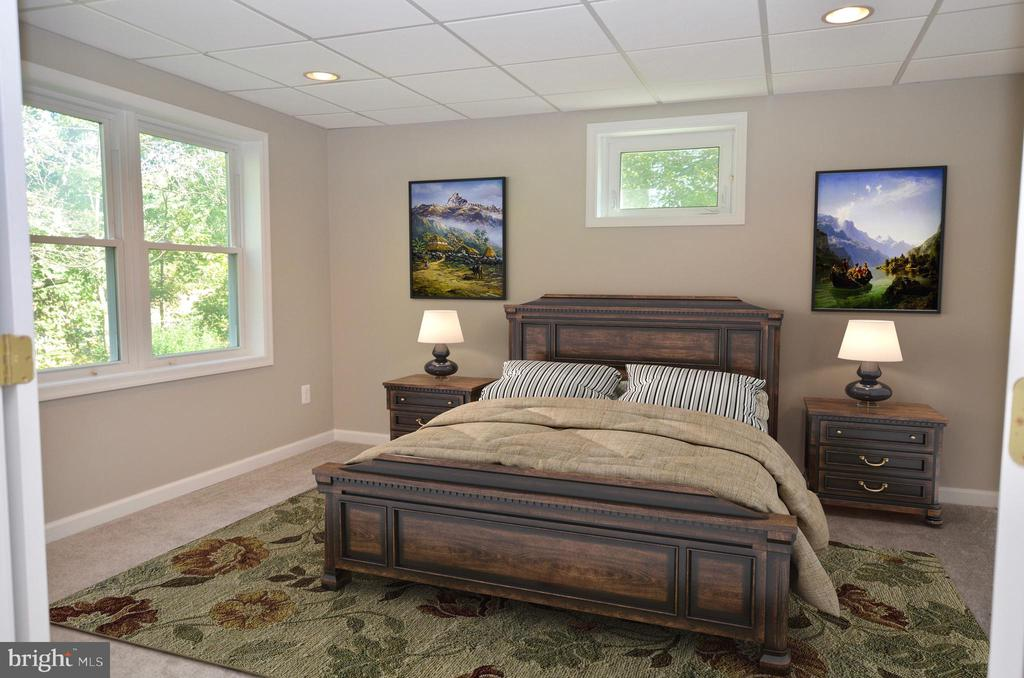 Legal 5th bedroom on lower level w/full bath - 46432 MONTGOMERY PL, STERLING