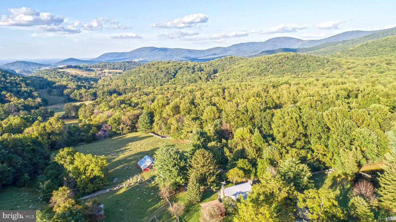 Single Family Homes 为 销售 在 Bentonville, 弗吉尼亚州 22610 美国