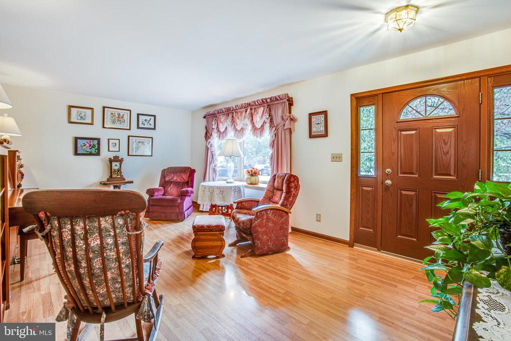 living room with bay window...lots of sunshine! - 5060 LAVELLE DR, FREDERICKSBURG