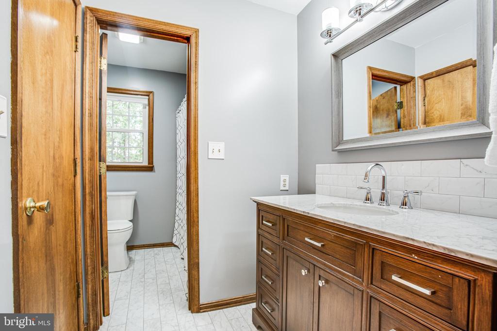 upgraded hall bath with tile floor, new vanity - 5060 LAVELLE DR, FREDERICKSBURG