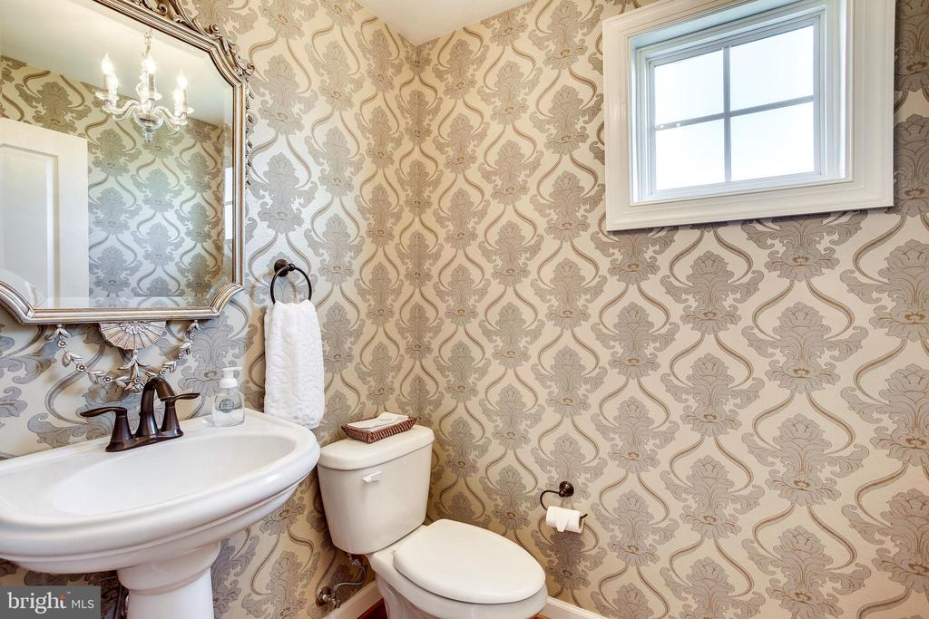 Privately Situated Powder Room - 20353 TANAGER PL, LEESBURG