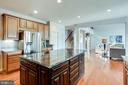 Impressive Center Island - 20353 TANAGER PL, LEESBURG