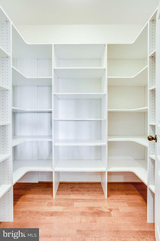 Custom Shelving in Large Walk-in Pantry - 20353 TANAGER PL, LEESBURG