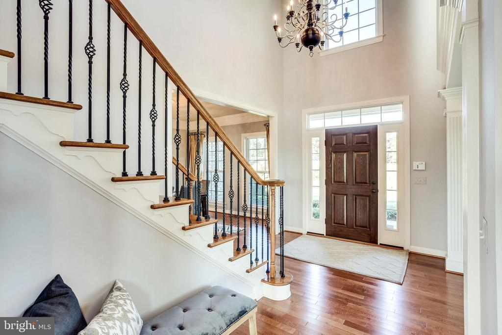 Dramatic Center Hall Foyer - 20353 TANAGER PL, LEESBURG